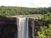 Jeden z vodopádů ve vnitrozemí (Kaiteur Falls na řece Potaro)